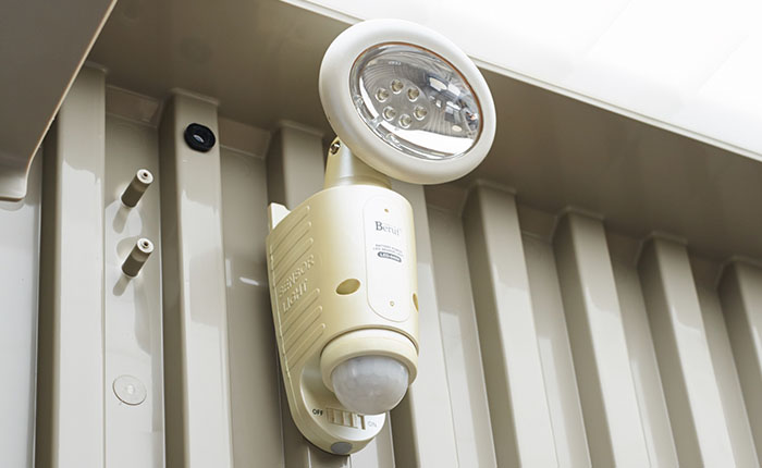 LEDライト<br /> 電源要らずのLEDライト、災害時にも使用できます。