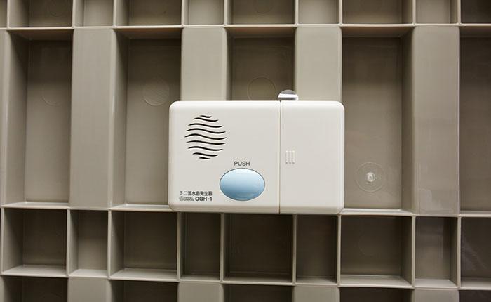 擬音装置<br /> 流水音でトイレの気になる音を解消します。